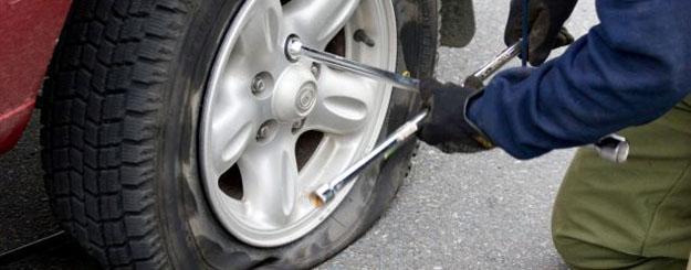 cambiar-la-rueda-del-coche-Taller mecanico en vallecas