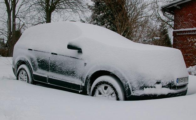 coche-atrapado-en-la-nieve