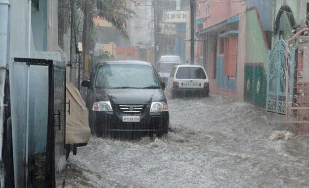 averias-inundacion-coche